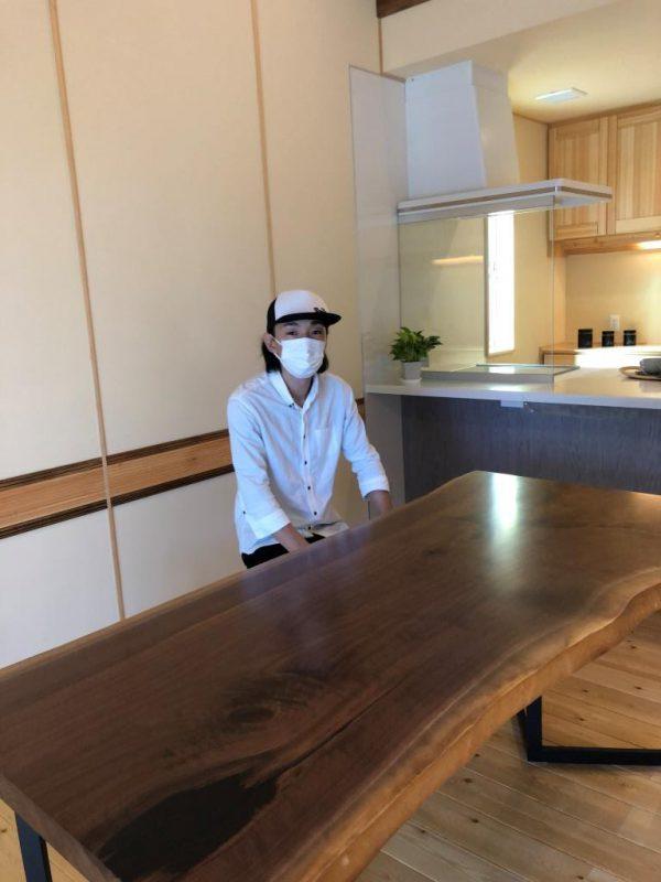 『木のひらや』完成見学会にてダイニングテーブルを出展中!