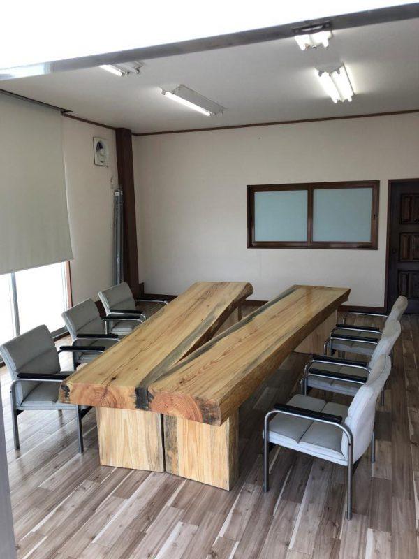 天然木カV字ウンターテーブル(南部赤松) 納品事例