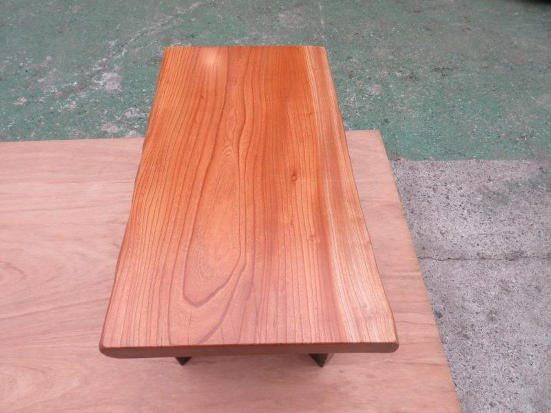 ケヤキ 天然木小テーブル(KKE-004) 価格;55,000(円)