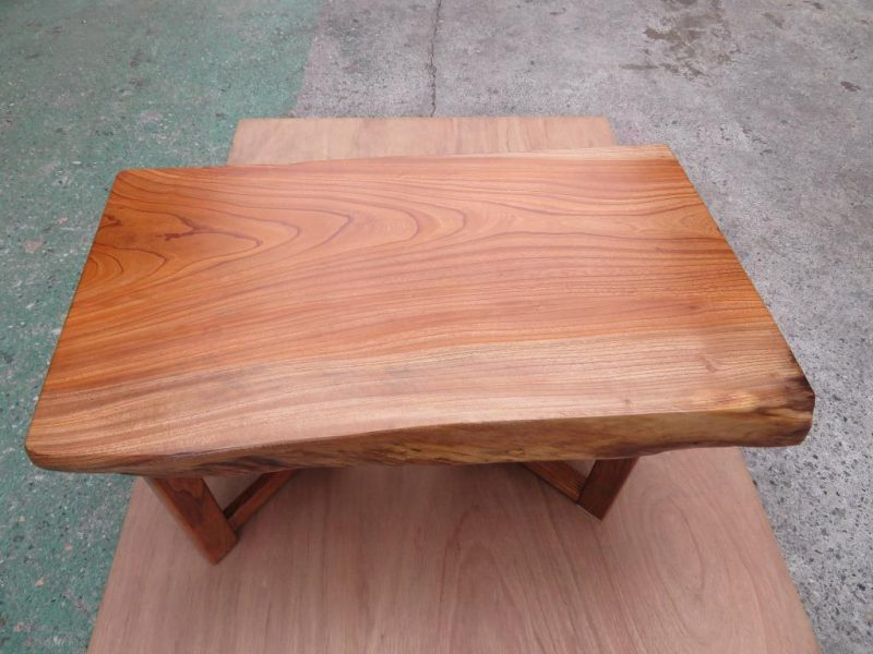 ケヤキ 天然木小テーブル(KKE-006) 価格;55,000(円)