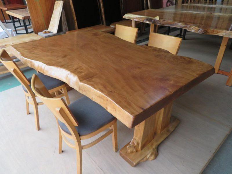 トチ 一枚板テーブル BROWNカラー (TOC-007) 価格;480,000円