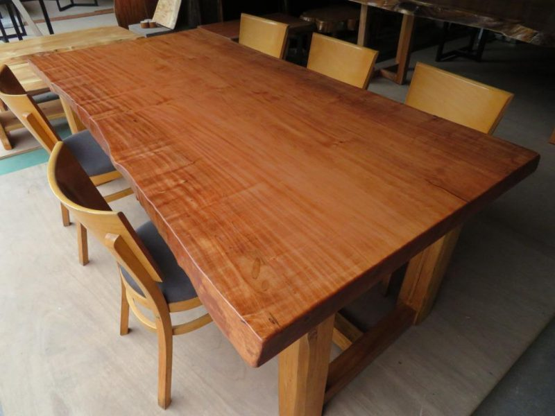 トチ 一枚板テーブル BROWNカラー (TOC-005) 価格;450,000円